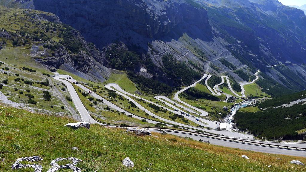 Stelvio-Pass-in-Italy_zpsaejfj6gd.jpg
